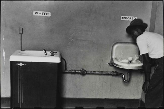White-and-Colored-sinks-in-North-Carolina-1950